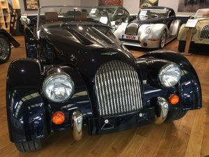 Morgan PLUS 4 – 2PL 	Jaguar Azurit Bleu